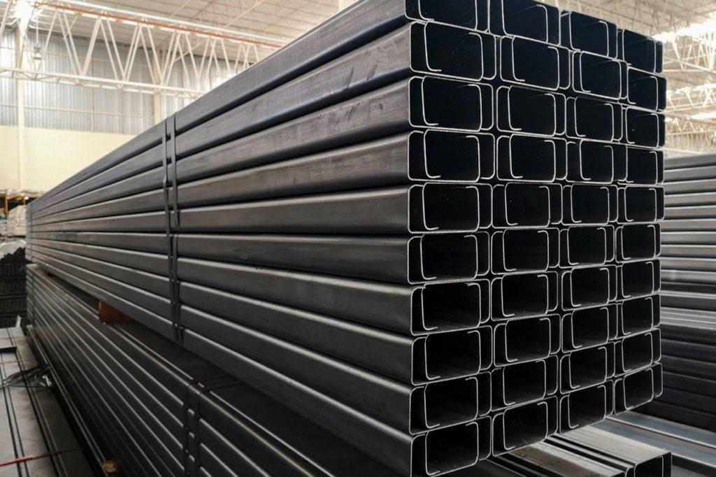 Metalsteelok โรงงานผลิตและจำหน่ายเหล็กตัวซีดำ คุณภาพดีที่ได้รับมาตรฐานถูกต้อง ในราคาที่ย่อมเยา ทั้งปลีกและส่ง มีบริการจัดส่งทั่วไทย โรงงานอยู่มหาชัย