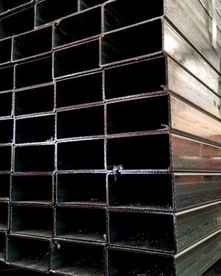 Metalsteelok โรงงานผลิตและจำหน่ายเหล็กท่อแบนกัลวาไนซ์ คุณภาพดีที่ได้รับมาตรฐานถูกต้อง ในราคาที่ย่อมเยา ทั้งปลีกและส่ง มีบริการจัดส่งทั่วไทย